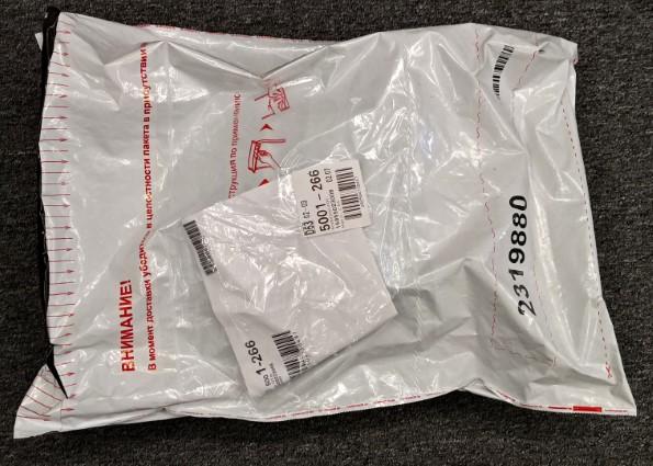 Упакована посылка была достаточно качественно. Сверху стандартный пакет с документом о доставке.