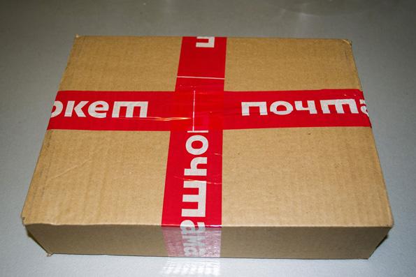 Для начала посмотрим на коробку.