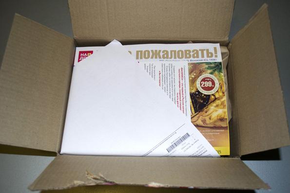 Внутри мы обнаружили каталоги и рекламные материалы, а также заявление о возврате товара по гарантии